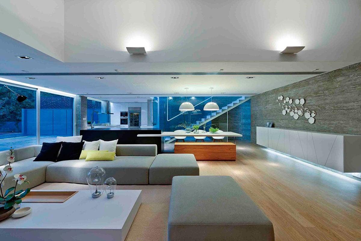 Dise o de casa moderna dos pisos construye hogar for Decoracion de iluminacion interior