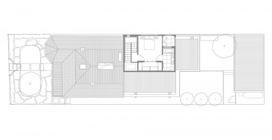 Plano de casa de un piso con dormitorio en techo