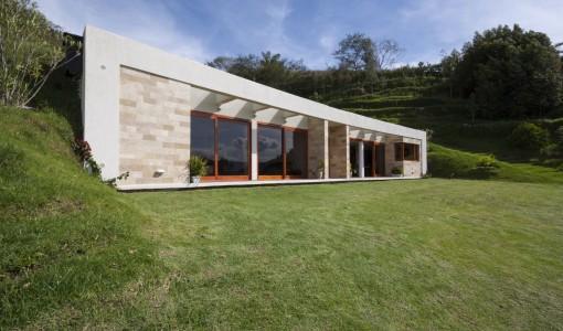 Casas autosustentables construye hogar for Casa moderna de campo