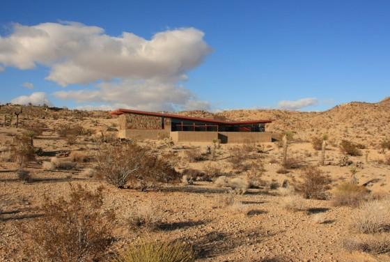 Casa rural de hormigón y piedra