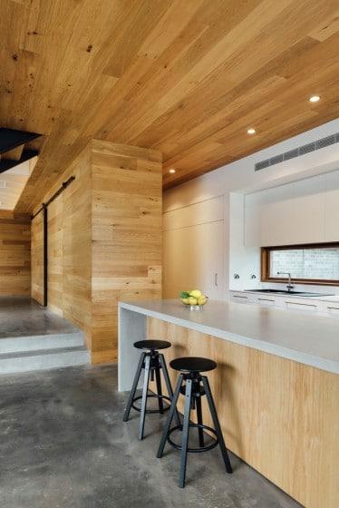 Diseño de cocina de madera con isla moderna