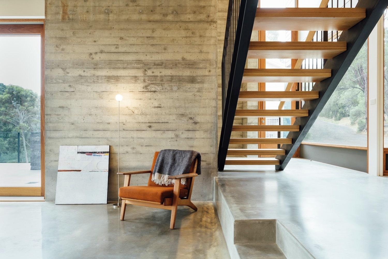 Dise o moderna casa campo dos pisos construye hogar for Materiales para escaleras de interior