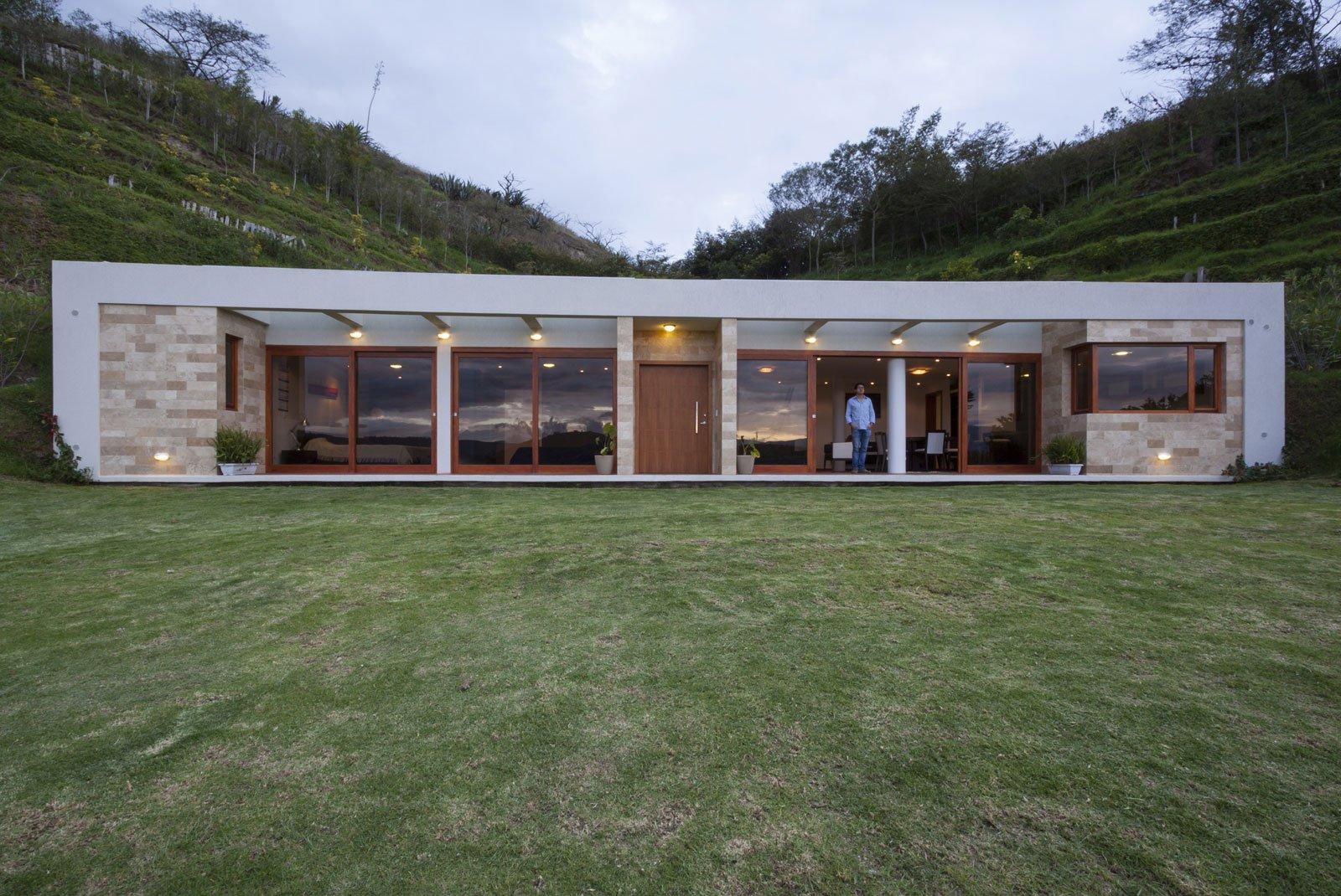Casa una planta moderna con techo verde construye hogar for Planos de casa minimalista una planta