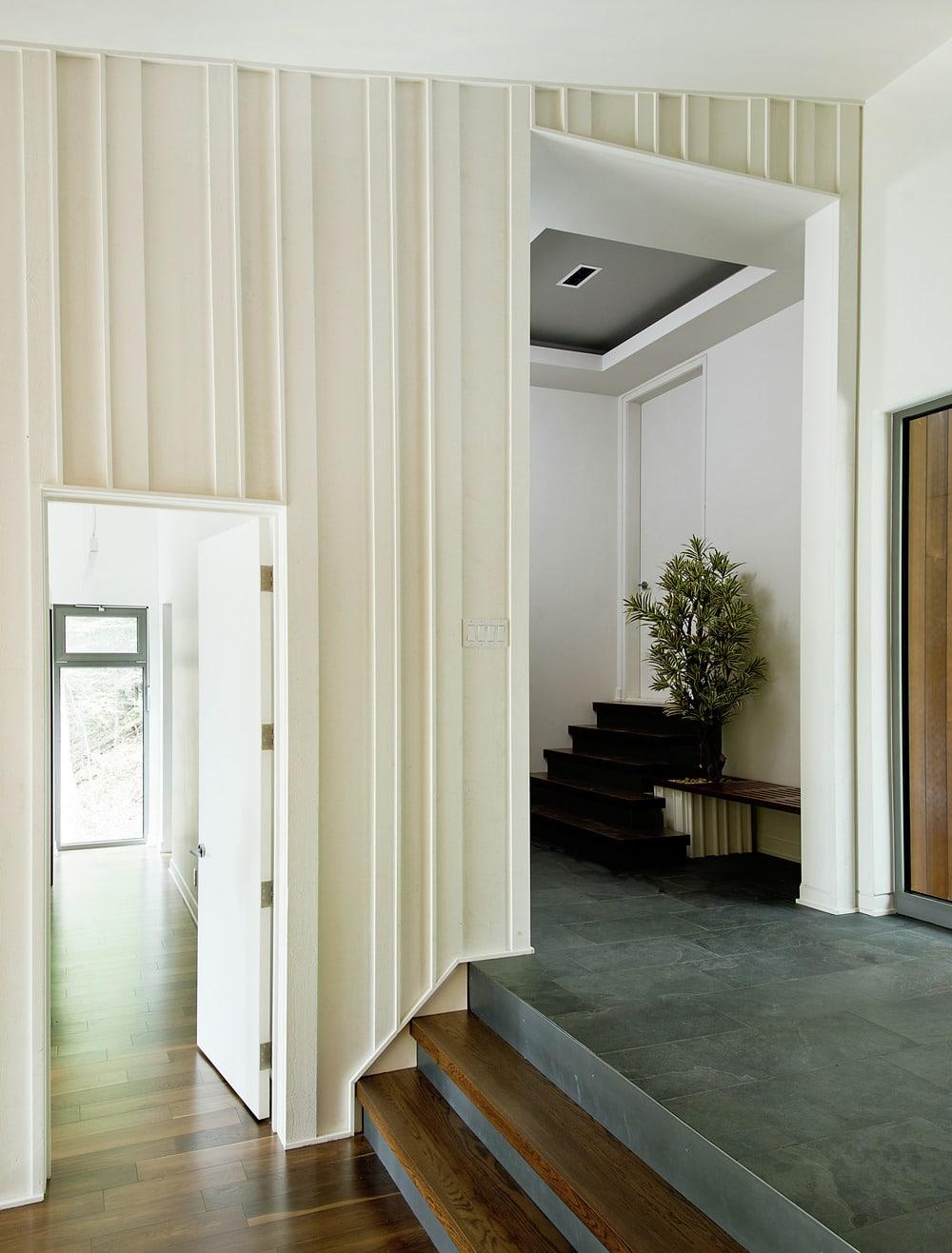 Casa de campo moderna de dos pisos en desnivel construye - Fotos pisos modernos ...