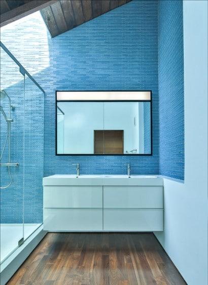 Diseño de cuarto de baño cerámica azul