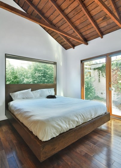 Diseño de dormitorio techo madera