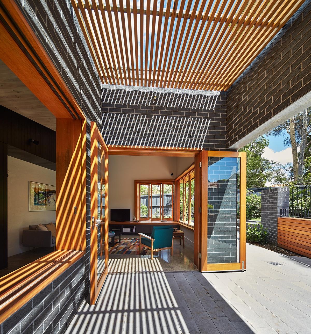 Casas moderna un piso con ladrillo construye hogar for Terrazas de madera para casas
