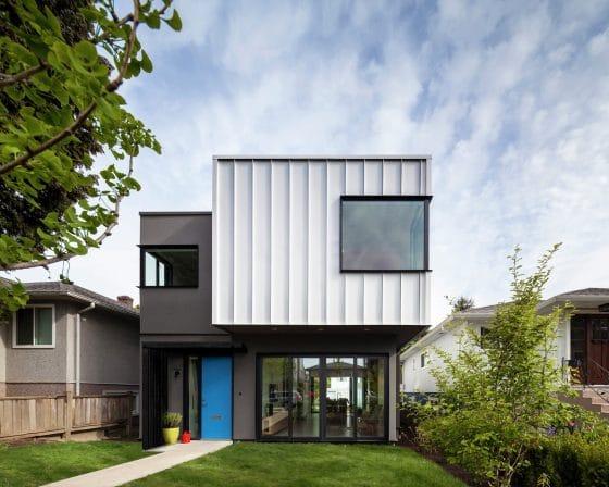 Fachada casa moderna dos pisos con estructura contenedor