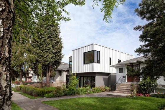 Fachada lateral de casas moderna dos pisos