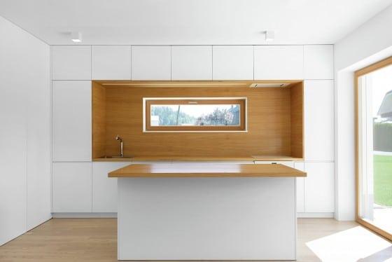 Cocina con isla estilo minimalista