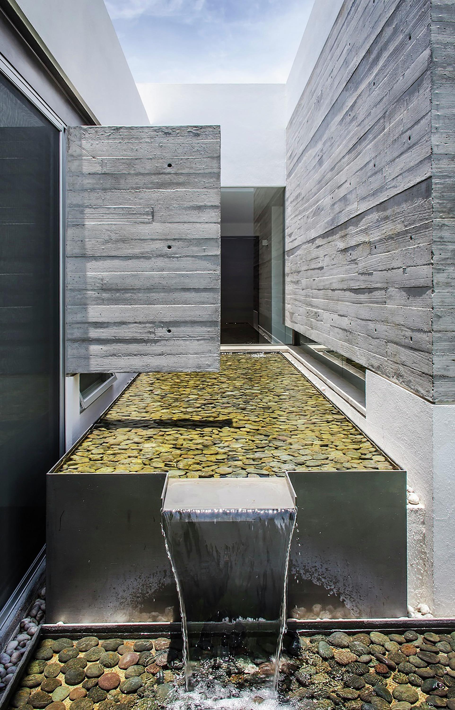 Dise o casa moderna de un piso construye hogar for Fuentes de jardin modernas