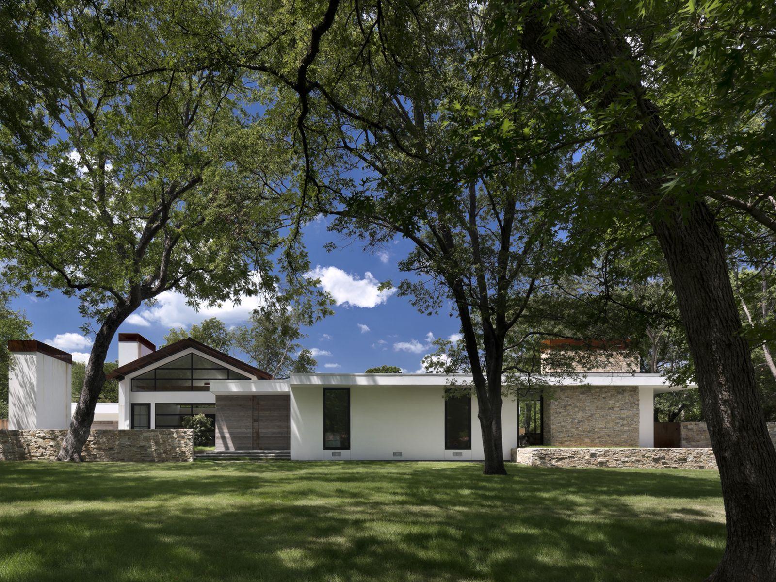 Casa de un piso con cuatro dormitorios for Casa moderna 2015 orari
