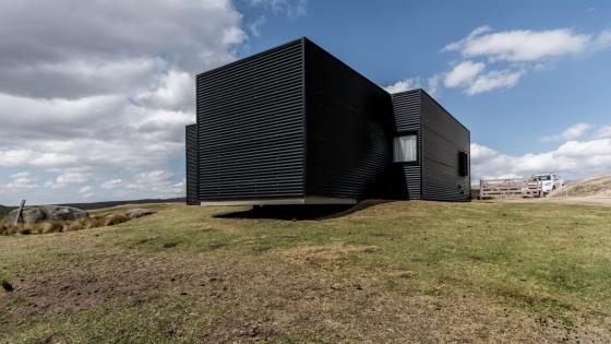 Perspectiva casa de campo con paneles corrugados de metal