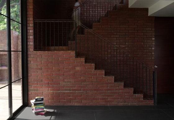 Diseño de escaleras enchapadas de ladrillos caravista