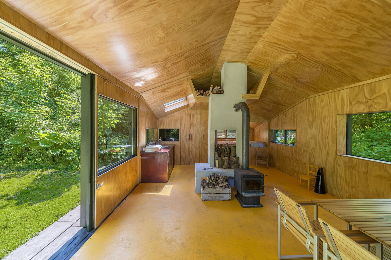 Dise o de caba a peque a de 35 metros cuadrados for Diseno de paredes interiores casas