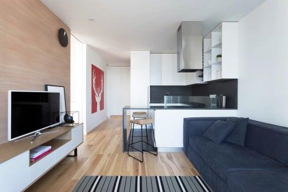 Sala apartamento con pequeña cocina