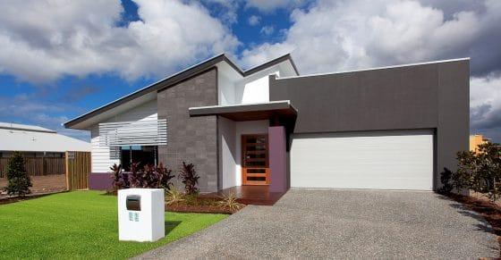 Casas de un piso moderna con piedra gris