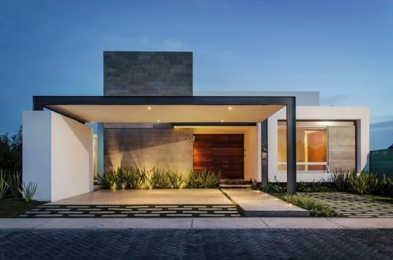 10 fachadas de casas modernas de un piso for Casas rectangulares