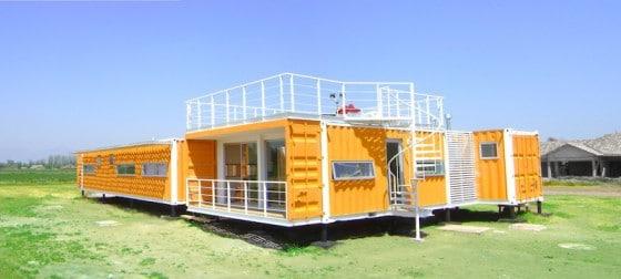 Casa económica construida con contenedores