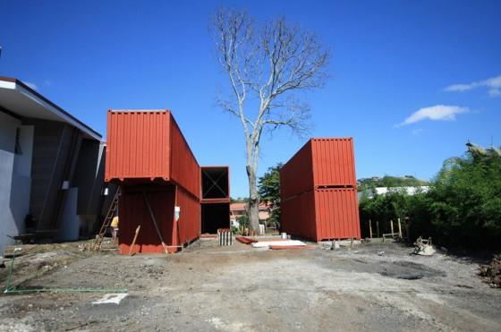 Colocación de contenedores para construcción