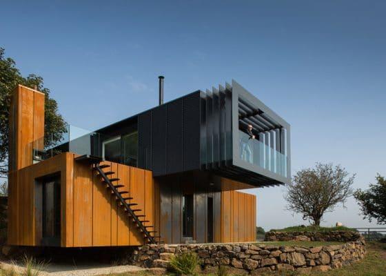 Diseño casa recicladas moderna de dos pisos