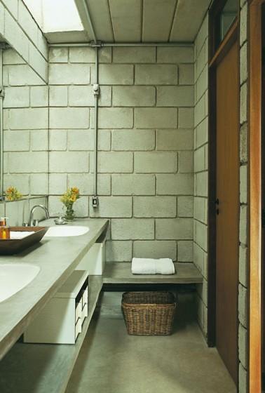 Diseño de cuarto de baño con bloques de hormigón
