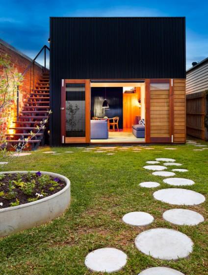 Pequeña fachada de casa de un piso