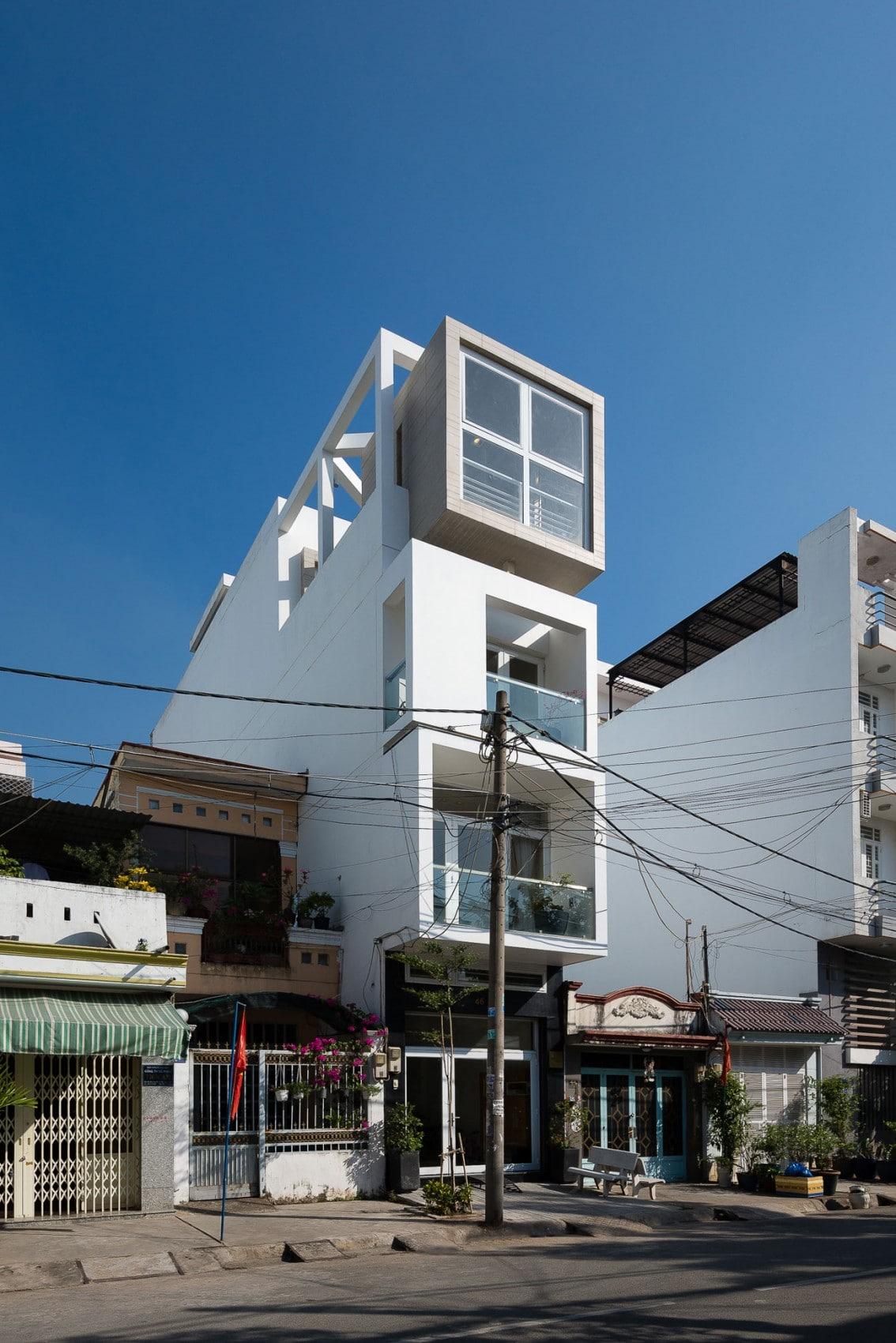 Dise o de casas angostas y largas for Fachadas modernas para casas de tres pisos