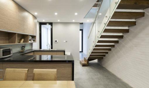 Casas angostas y largas construye hogar for Ambientes casas modernas