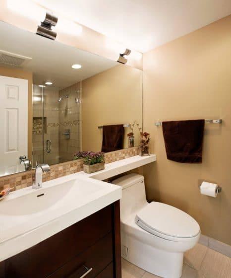 Cuarto de baño pequeño de diseño sobrio