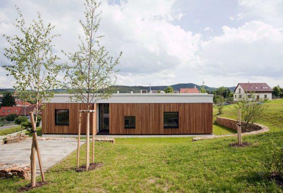 Fachada casa de madera un piso