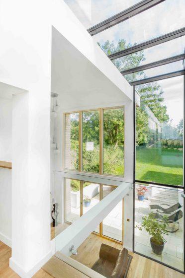 casa-moderna-iluminada-naturalmente