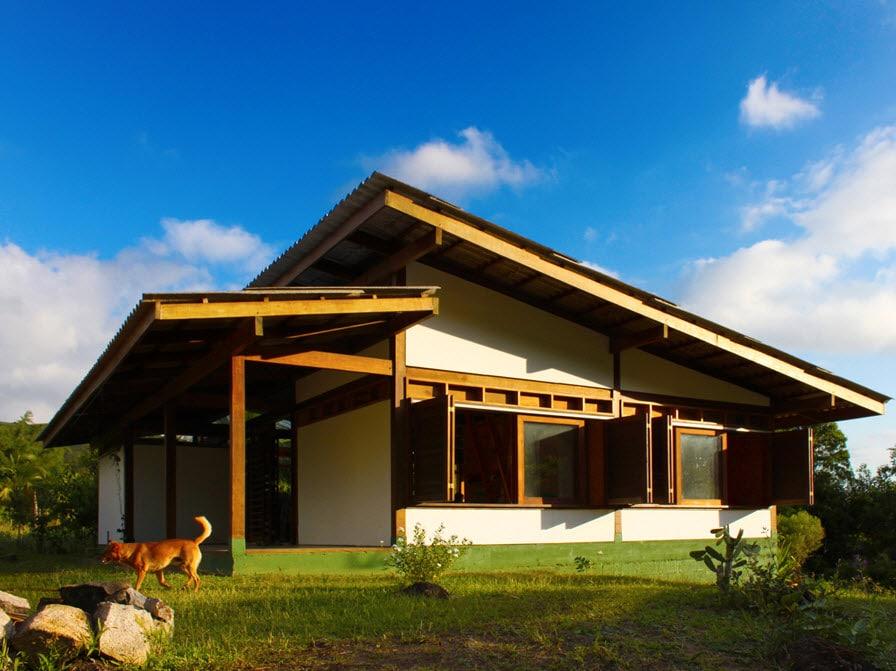 Dise o de casa de campo peque a de madera construye hogar for Fachadas de casas de campo