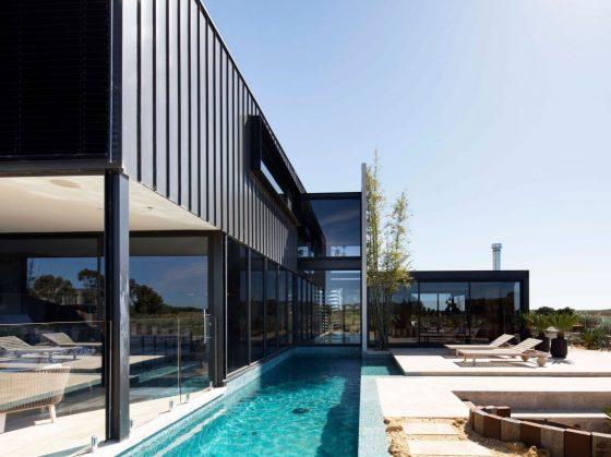 Diseño casa moderna de dos pisos con piscina