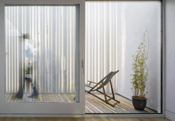 Diseño de terraza cubierta listones de aluminio