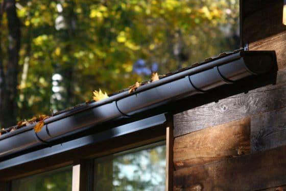 Canaletas para lluvia de casa de campo