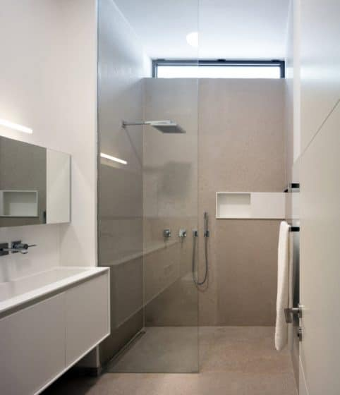 Ducha de cuarto de baño moderno