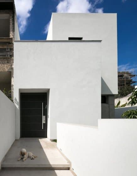 Diseño de fachada sencilla de casa dos pisos