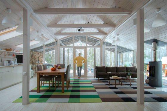 Sala comedor casa de campo con interiores de madera
