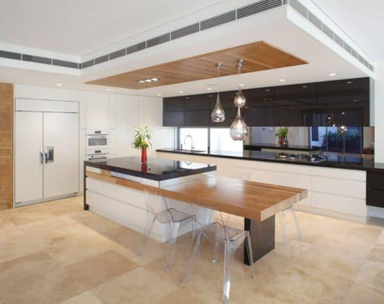 Diseño de cocina moderna estanterías brillantes