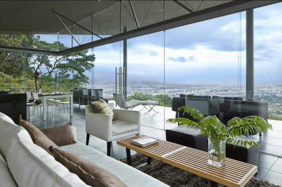 Casa moderna con vista panorámica al paisaje