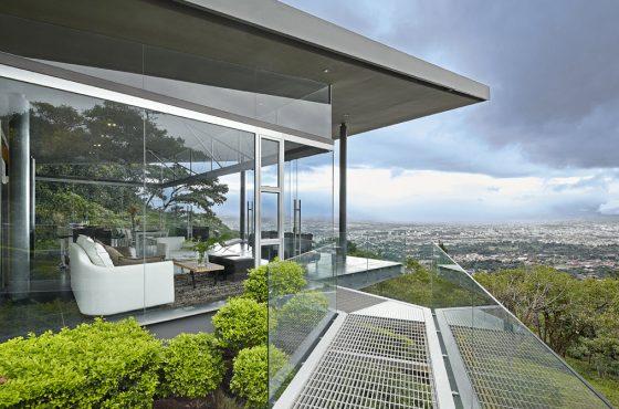 Diseño casa moderna en colina
