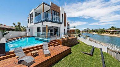 Photo of Casa moderna de dos pisos con piscina, aplicaciones de madera sobre sencilla estructura