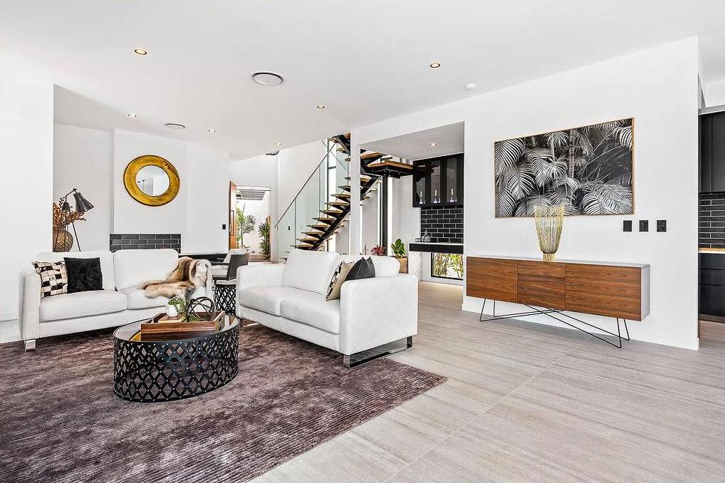Dise o casa moderna dos pisos con piscina for Casas modernas con piscina interior