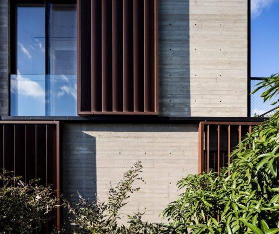 Diseño de fachada de hormigón y acero