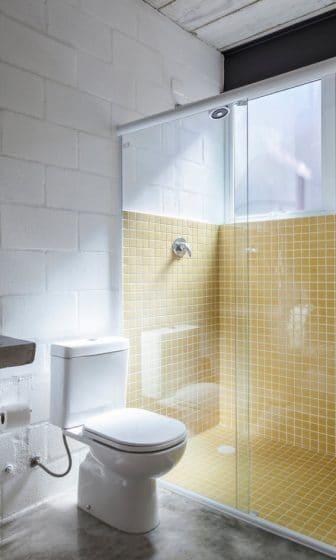 Diseño de cuarto de baño pequeño económico
