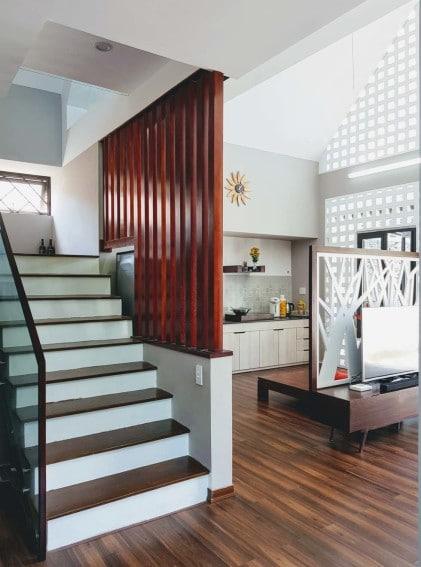 Diseño de escaleras junto a cocina