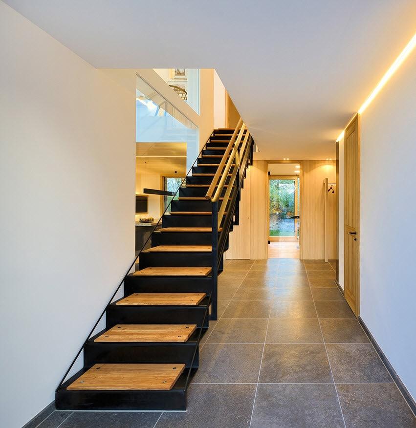 Planos de casa de dos pisos sustentable for Diseno de escaleras
