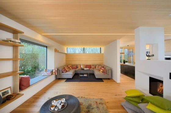 Diseño de sala estar con paredes y techos de madera natural