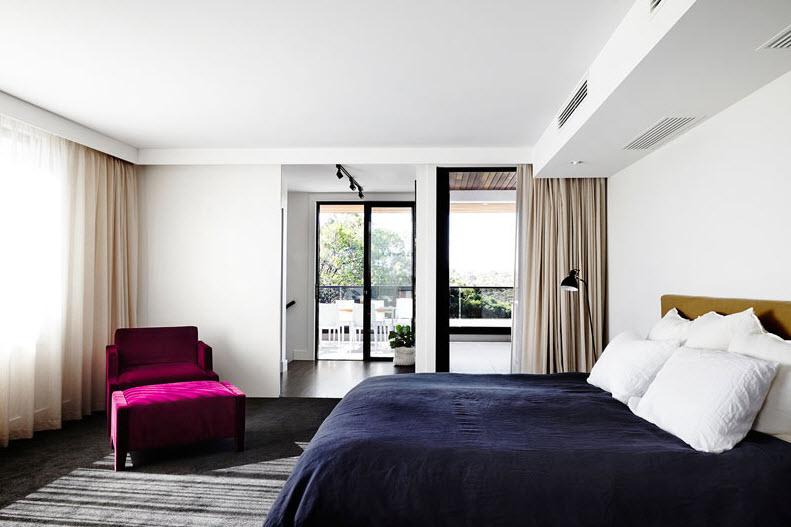 Diseño de dormitorio sencillo con salida a terraza